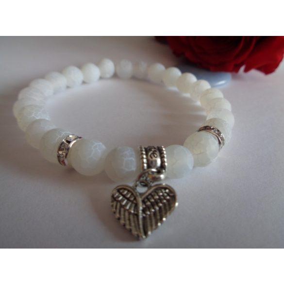 Repesztett fehér achát karkötő angyalszárnnyal